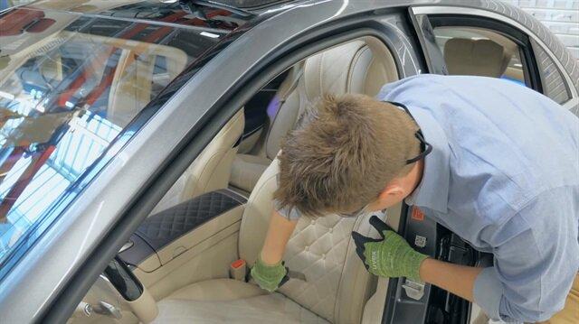 Fenomen baba oğul Mercedes'in koltuğunu keserek içini açtı