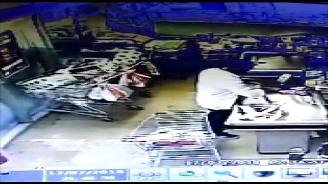 Otomobil süpermarkete böyle daldı