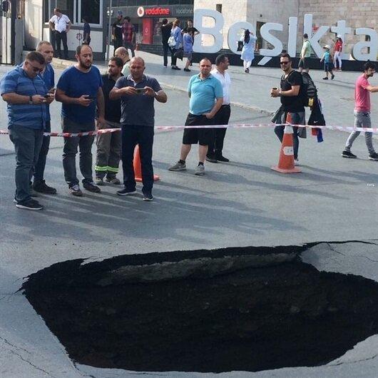 Dolmabahçe'de yol çöktü