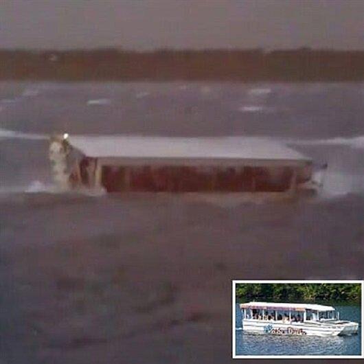 شاهد: قارب أميركي يصارع عاصفة أغرقته وقتلت 17 من ركابه