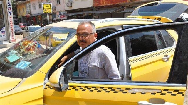 Mustafa Koyuncu 15 yıldır taksicilik yapıyor.