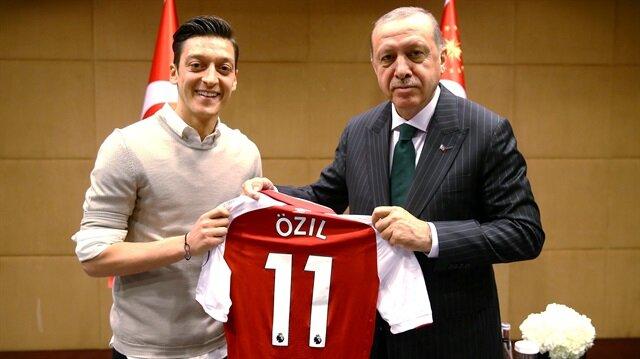 Mesut Özil: Yine aynı fotoğrafı çektiririm