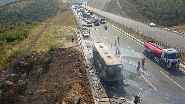 Otobüs yangını 6 kilometre araç kuyruğuna neden oldu