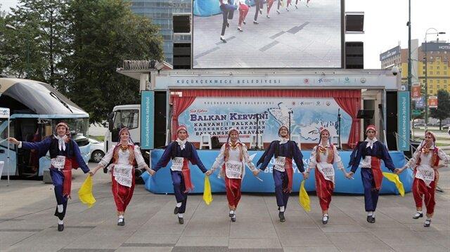 قافلة فلكلورية تصل سراييفو للتعريف بالثقافة التركية