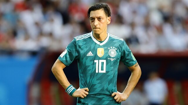 Campbell'dan Mesut Özil'e destek