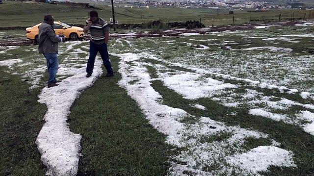 Ardahan merkez ve merkeze bağlı Tepesu Köyü arasında dolu yağışı etkili oldu.