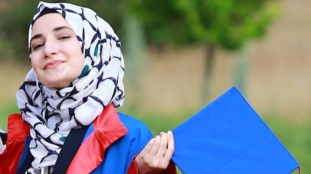 """طالبة سورية تعتلي القمّة.. يني شفق تستضيف """"نورا بريمو"""""""