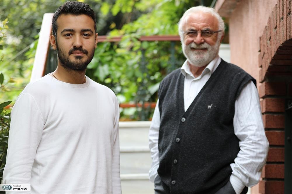 Kurduğu İstanbul Ebru Evi- Ebristan'da M.S.Ü. Geleneksel Türk El Sanatları Bölümü'nde ve Avusturya'da eğitim faaliyetini sürdüren Barutçugil bugüne kadar 54'ü yurtdışı olmak üzere toplam 96 sergi açtı.