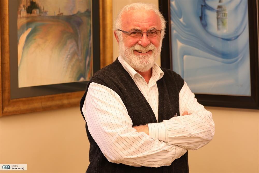 1973 yılında İstanbul Devlet Güzel Sanatlar Akademisi Uygulamalı Endüstri Sanatları Yüksek Okulu'nda tekstil eğitimine başladı.