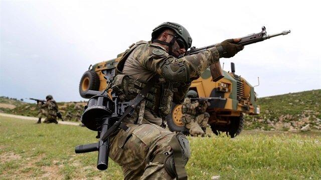 TSK'dan yapılan açıklamada 3 teröristin etkisiz hale getirildiği bildirildi.