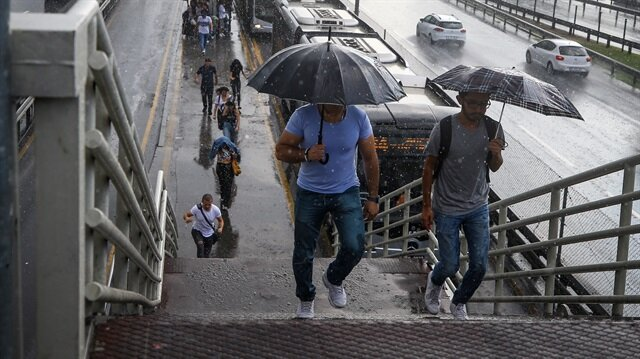 İstanbul'da şiddetli yağış etkili oluyor