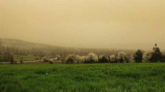 Meteorolojiden bazı illere toz taşınımı uyarısı yapıldı.
