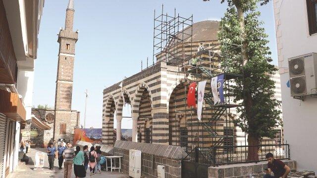 Cami ve minarenin el yapımı patlayıcılar ve mermiler nedeniyle çok büyük zarar görd