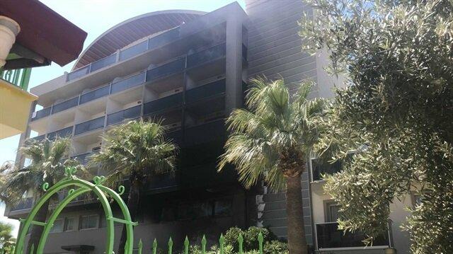 Klimadan çıkan yangın kısa sürede otelin büyük bölümünü sardı.