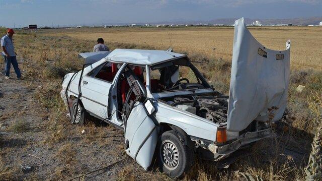 Şarampole devrilen araçtakiler yaralandı