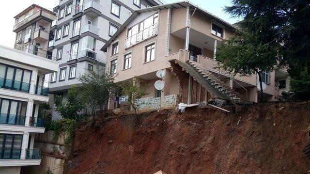 Sancaktepe'de toprak kayması: Binanın çökme riski var