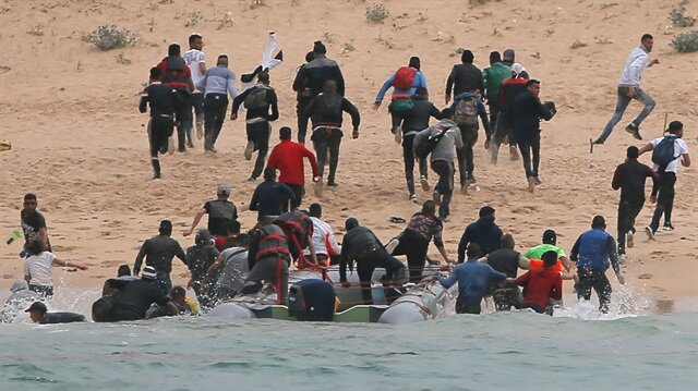 Göçmenler sahilden İspanya'ya girdi