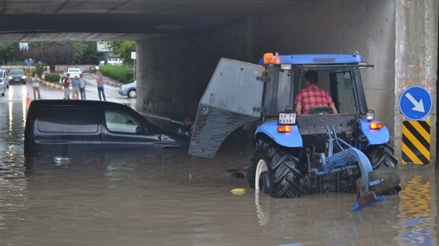 Edirne'de sağanak nedeniyle alt geçidi su bastı