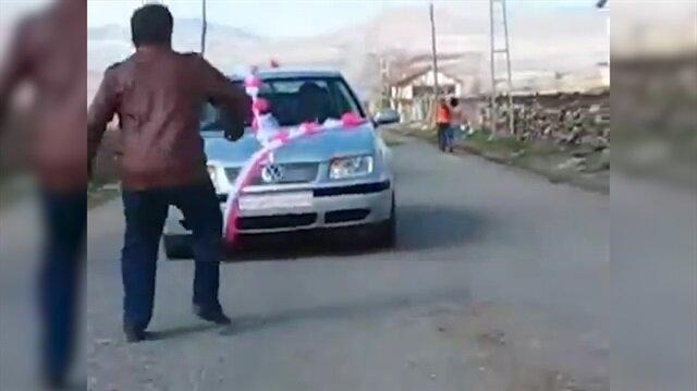Gelin arabasından zarf kapmak isterken araba çarptı