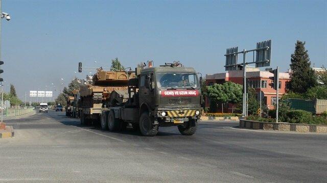 Türk Silahlı Kuvvetleri tarafından Suriye'deki Fırat Kalkanı ve Zeytin Dalı harekatlarının yapıldığı bölgelere sevk edilen askeri araçlar, Kilis'teki Öncüpınar Sınır Kapısı'ndan geçiş yaptı.