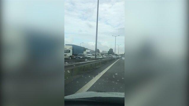 TEM'de kaza: İstanbul-Ankara istikametinde trafik durdu