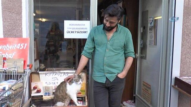 Çöpten topladığı çocuk kitaplarıyla sahaf kurdu