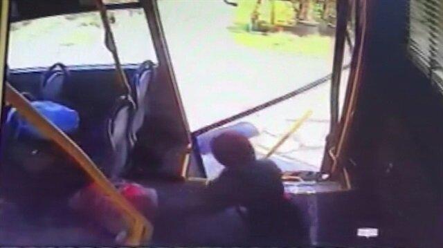 Sakaryada feci kaza: Yolcular otobüsün kapısından yola savruldu!