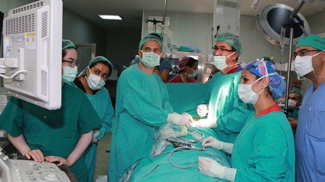 Anne karnındaki bebeğe hayat kurtaran operasyon