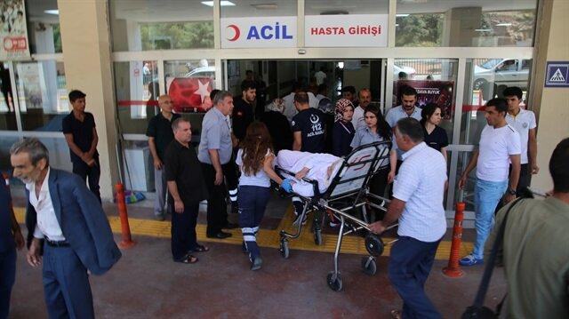 Ambulansın acil servisin girişine yanaşamaması üzerine hasta sedye ile hastaneye ulaştırıldı.