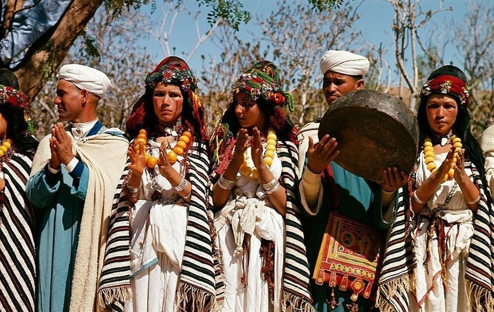 Fas Berberileri, geleneksel bir eğlence sırasında...