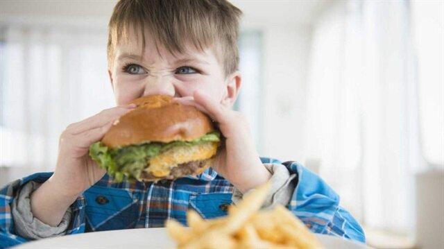 Fast food tipi beslenme erken ergenliğe yol açıyor