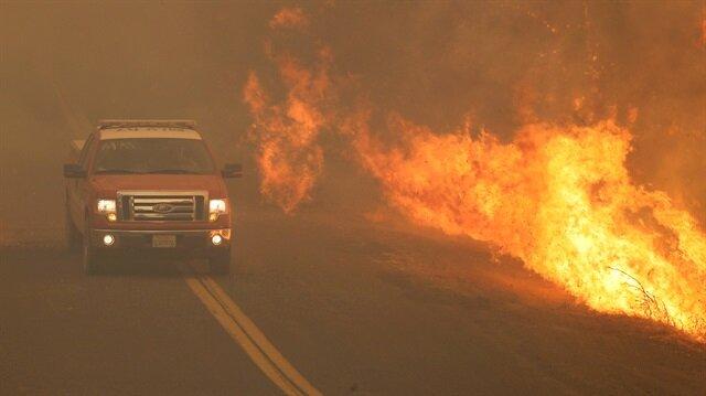 Mendocino ve Lake County bölgelerini etkisi altına alan yangın nedeniyle hafta başından bu yana yaklaşık 20 bin kişi tahliye edildi.