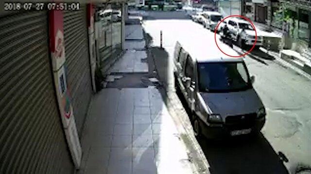 Yolda yürüyen öğretmeni tekmeleyip yere düşüren motosikletli güvenlik kameralarına yakalanmıştı.