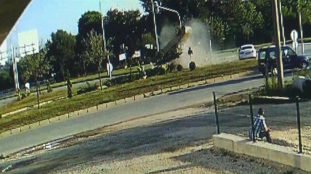 Yandan çarptığı araç havada takla attı