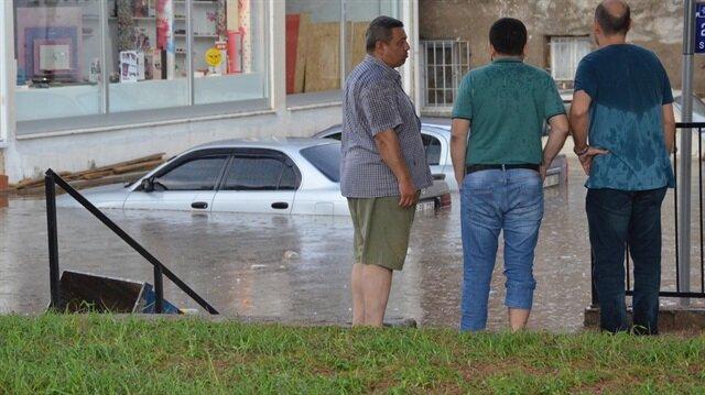Nazilli'de bu sabah sağanak nedeniyle su taşkınları yaşandı.