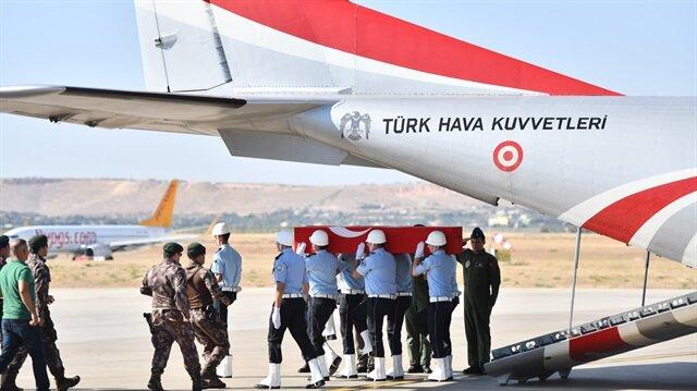 Şehit Özel Harekat Polisi Recep Emre Yılmaz tekbirler ile son yolculuğuna uğurlandı.