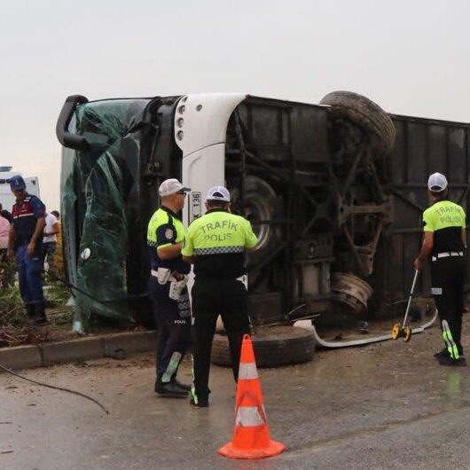 Manisa'da yolcu otobüsü devrildi: 1 ölü, 25 yaralı