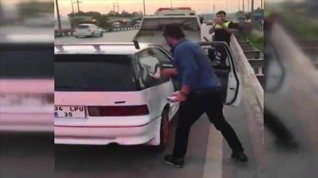 Bağlanan aracının camlarını kırdı