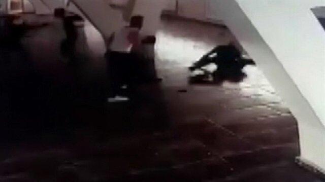 Genç boksörler eski antrenörlerine böyle saldırdı!