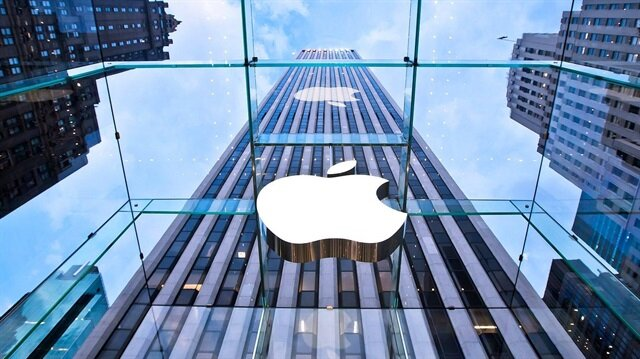 Apple 1 trilyon dolar piyasa değerine ulaşan ilk şirket oldu.