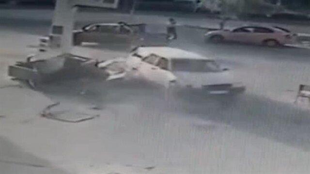 Otomobil benzinliğe böyle daldı