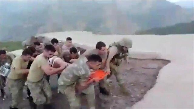 Mehmetçik yine gururlandırdı: Yaralı çocuk için seferber oldular