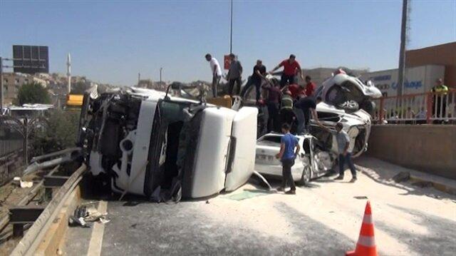 Şanlıurfa'da TIR 4 aracı önüne katarak kaza yaptı