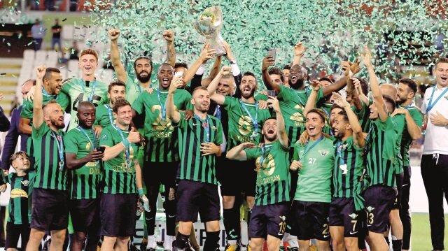 Manisa ekibi, ilk Süper Kupa Finali'nde ilk kupasını aldı.