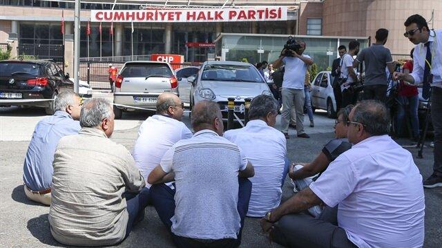 CHPli bazı delegeler bu kez de oturma eylemine başladı