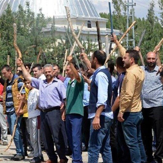 Erzurum'da bir köyde iki ailenin üyelerine linç girişimi