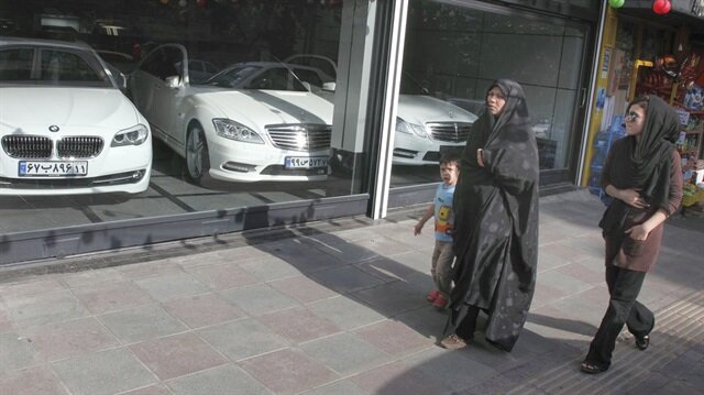 İran'da Mercedes satış bayi
