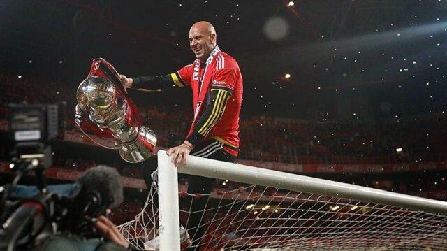 11 maçta 12 kupa kazandı futbolu bıraktı