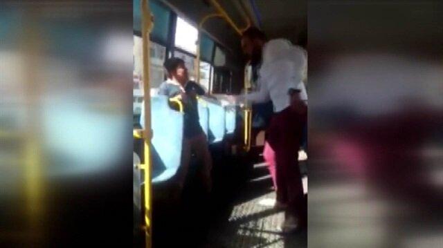 Otobüste simit satan çocuğu kemerle dövdü!