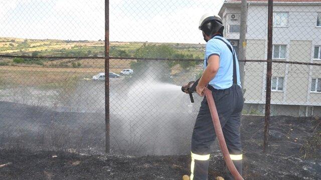 Olay yerine gelen itfaiye ekipleri yangına müdahalede bulundu.